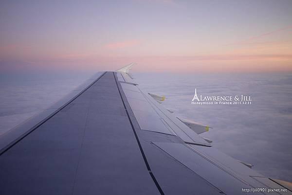 飛機外的雲彩