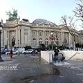 地鐵站旁大皇宮