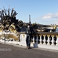 橋兩側的雕像