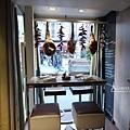 LES-COCOTTES窗邊的座位