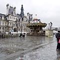 巴黎市政廳旁的旋轉木馬