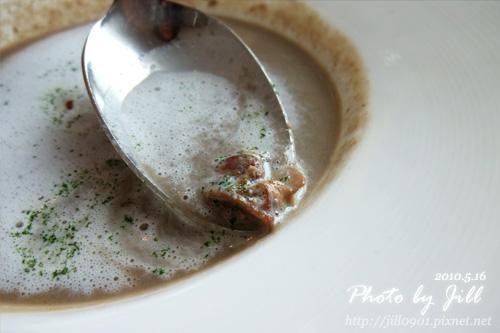 乳香蘑菇湯.jpg
