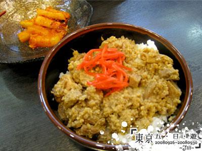 我點的豚丼,好像台灣的魯肉飯喔!不過還不錯吃喔¥200
