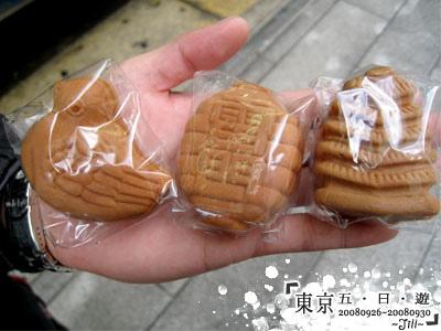 買了3個,各式淺草的代表形狀喔,3個¥100