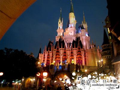 晚上的城堡更美了^Q^