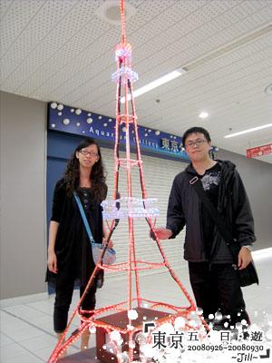 熱心的工作人員主動幫我們合照呢!日本人好親切喔~
