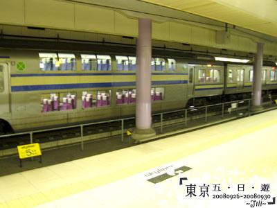 到達機場的地鐵後,看到雙層的電車
