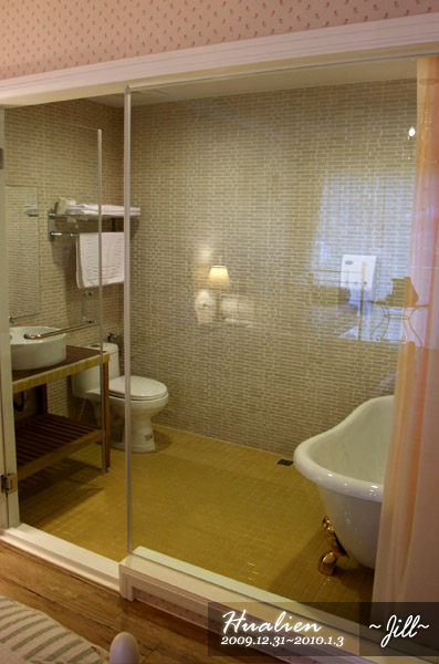 鄉村二人房的浴室,好可愛啊~