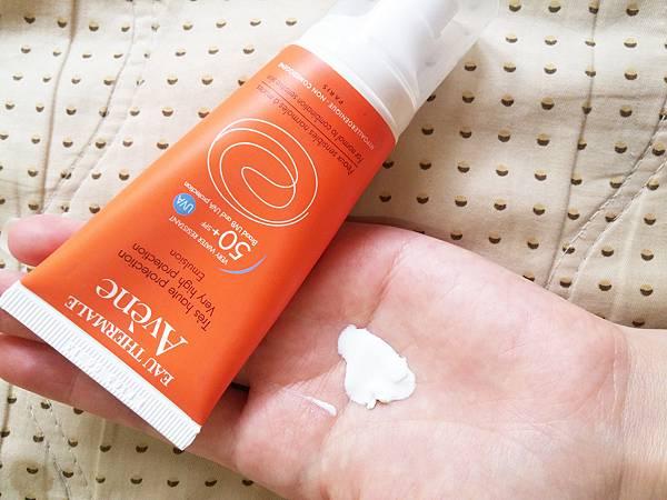 001雅漾是醫美品牌  敏弱肌安心用  算是無味    頂多就是一般防曬霜會有的味道.jpg