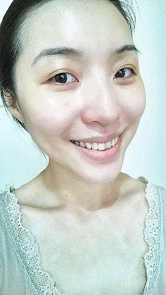 004混合偏油性肌膚的吉兒小姐覺得比較油些   不清爽  相對的乾性肌膚會覺得有滋潤的效果_副本.jpg