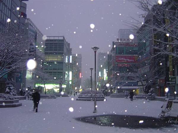 天亮了還在下雪