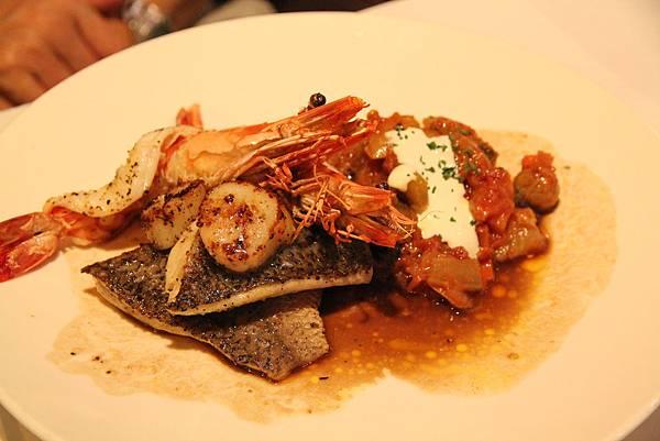 膠嫩鱸魚襯煎干貝與海大蝦