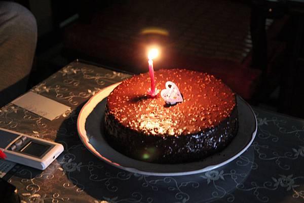 姊姊男友買的金莎巧克力蛋糕