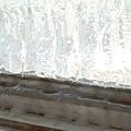 窗戶上結滿了冰!!