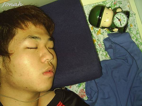 大一宿舍裡曾經把鬧鐘鎖在抽屜裡還一直響.JPG