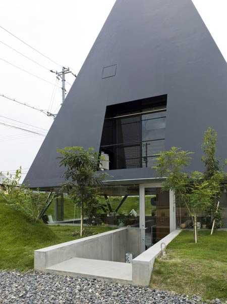 modern-pit-dwelling-house-by-suppose-design-office-08.jpg