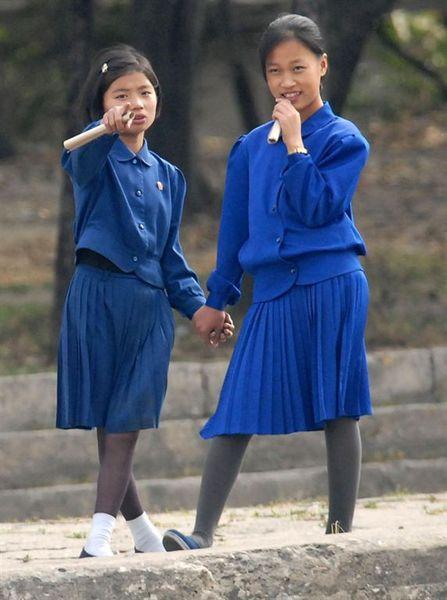 北韓高中女生
