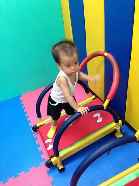 嬰兒跑步機