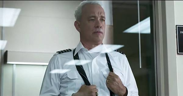 rs-247044-tom-hanks-sully-airplane-landing-trailer.jpg