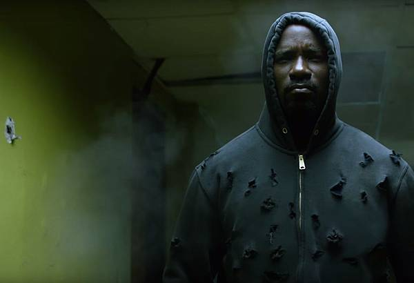 hero-for-hire-luke-cage-smashes-all-in-netflix-s-first-trailer-unveiled-at-comic-con-lu-1068165.jpg