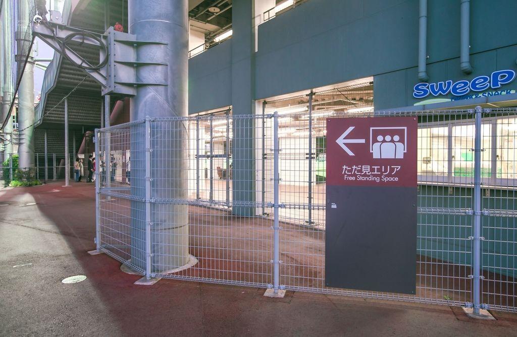 球場外入口設施 (3).jpg