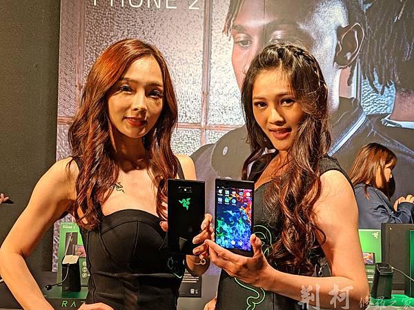 Razer-phone2-與Show-girl.jpg