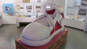 柯南穿的鞋子