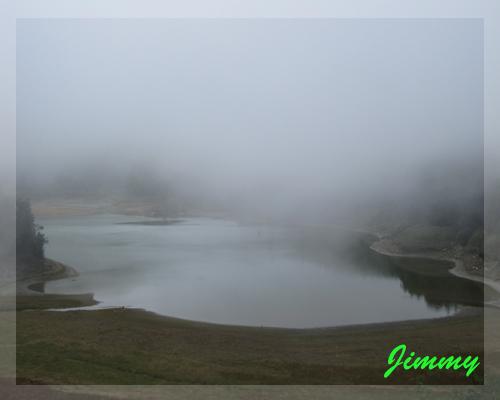 近拍湖面.jpg