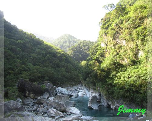 漂亮的溪谷.jpg