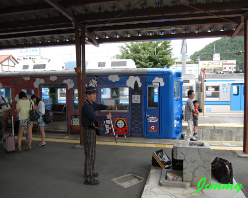 彩繪列車.jpg