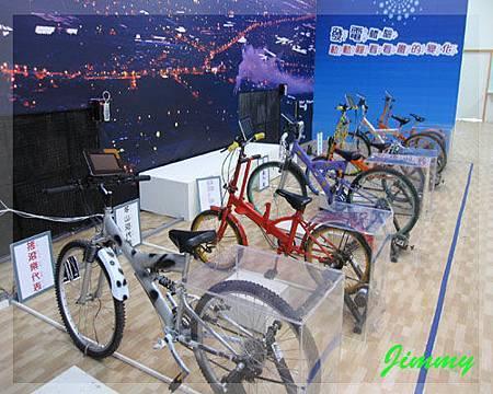 騎腳踏車發電.jpg