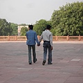 印度男生手牽手