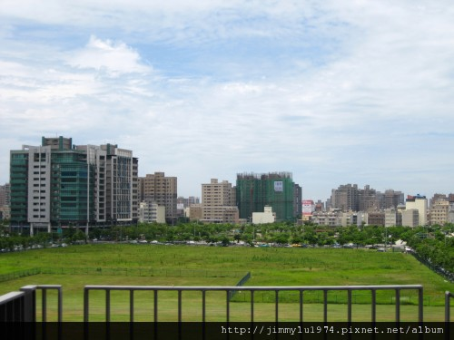 [竹北] 竹北高鐵特區(輕軌六家站)2011-06-22 006.jpg