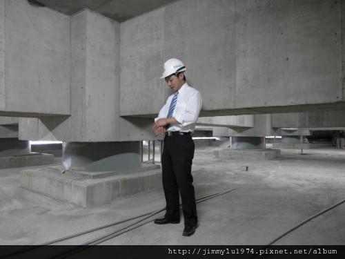[竹北] 達麗建設「世界之窗」結構體初探:隔震層 2011-09-09 003.jpg