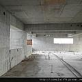 [竹北] 達麗建設「世界之窗」結構體初探:隔震層 2011-09-09 010.jpg