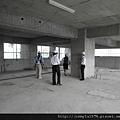 [竹北] 達麗建設「世界之窗」結構體初探:隔震層 2011-09-09 011.jpg