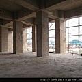 [竹北] 達麗建設「世界之窗」結構體初探:隔震層 2011-09-09 019.jpg