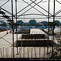 [竹北] 達麗建設「世界之窗」結構體初探:隔震層 2011-09-09 023.jpg