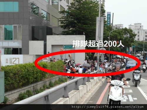 [新竹]「綠光3」(移動方城)排隊搶紅單盛況2012-08-10 005