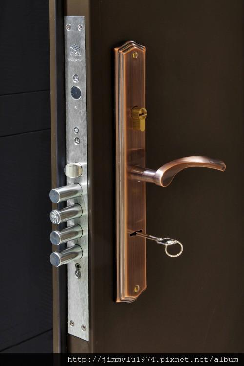 [竹北] 富宇建設「東方之星」建材設備 2012-11-09 001 五段CISA鎖
