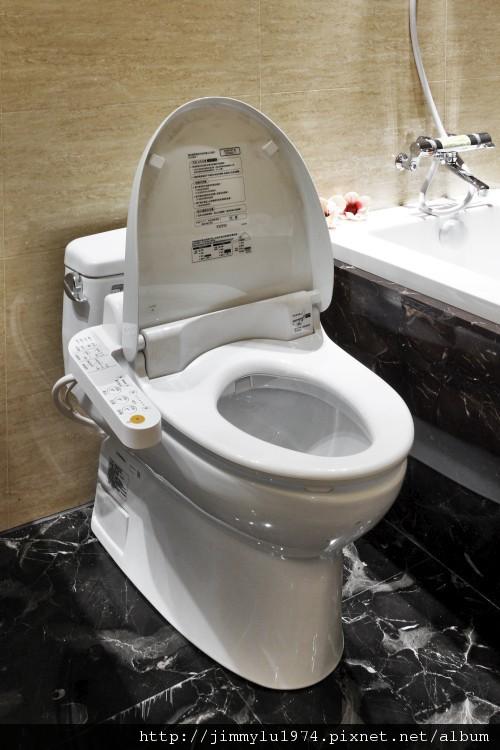 [竹北] 富宇建設「東方之星」建材設備 2012-11-09 010 TOTO主臥馬桶