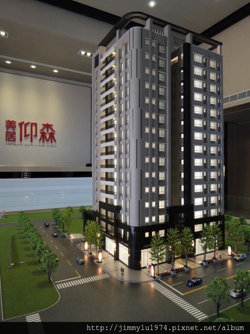 [頭份] 美居建設「美居仰森」2013-04-30 001 外觀參考模型