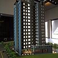 [頭份] 美居建設「美居仰森」2013-04-30 003 外觀參考模型