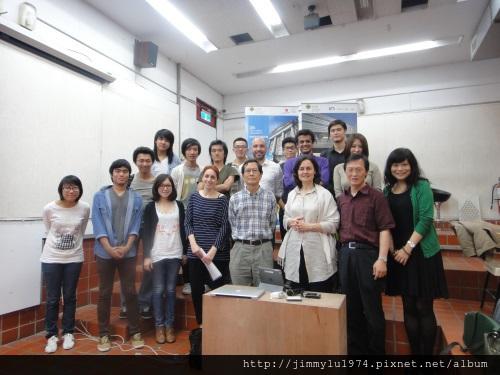 [新聞] 西班牙聖保羅大學建築系來訪 2013-05-10 003 演講結束和東海師生合影