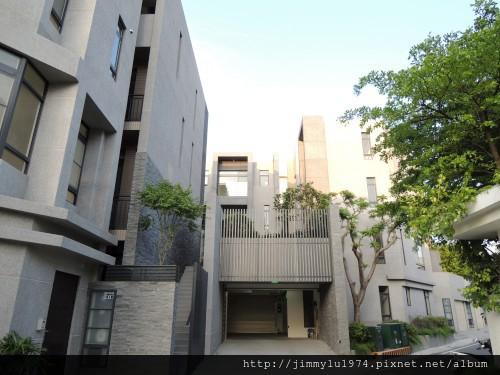 [竹南] 達利建設「哲里」外觀與中庭實景 2013-05-24 002