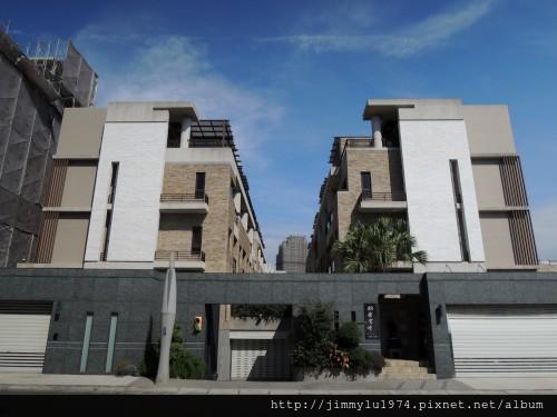 [新竹] 雄基建設「鉑金官邸」外觀與中庭 2013-05-31 001