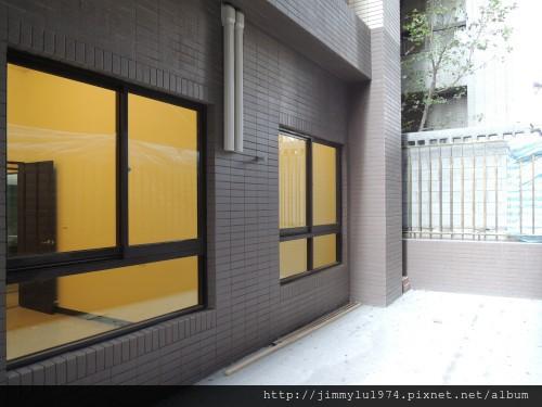 [竹北高鐵] 寶誠建設「澄水硯」(大樓)1樓中庭戶現場實景 2013-07-25 023