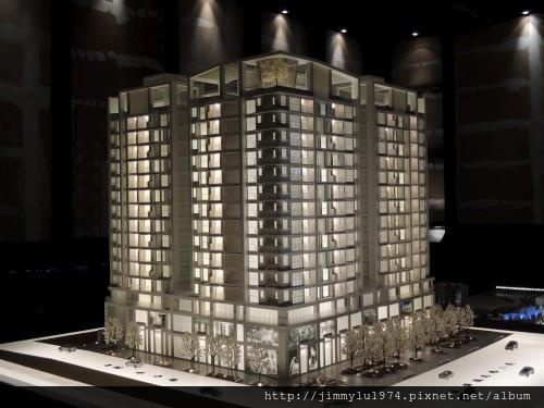 [青埔高鐵] 盛亞建設「富宇東方悅」(大樓)銷售團隊與建物模型 2013-07-25 003.jpg