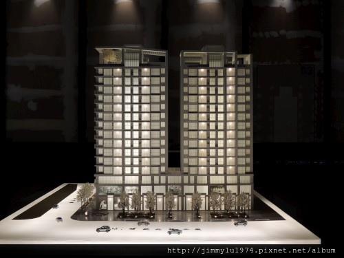 [青埔高鐵] 盛亞建設「富宇東方悅」(大樓)銷售團隊與建物模型 2013-07-25 004.jpg