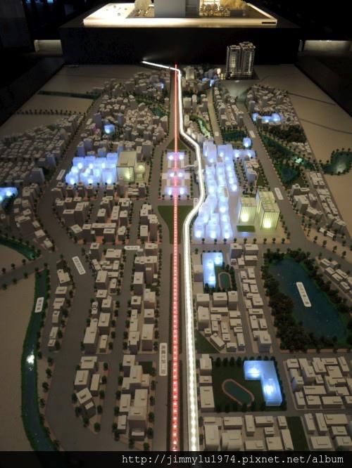 [青埔高鐵] 盛亞建設「富宇東方悅」(大樓)銷售團隊與建物模型 2013-07-25 009.jpg